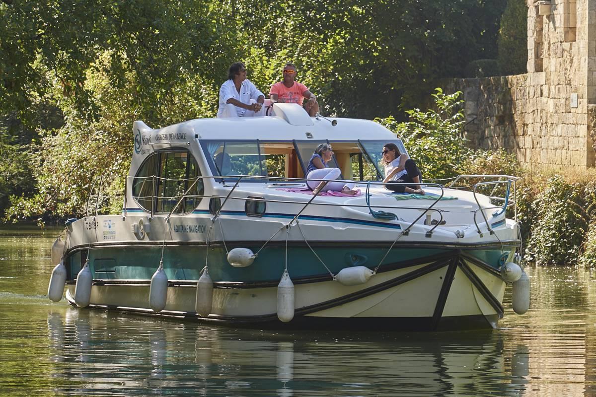 Combien Coute Une Peniche Habitable location de bateau sans permis et péniche | nicols