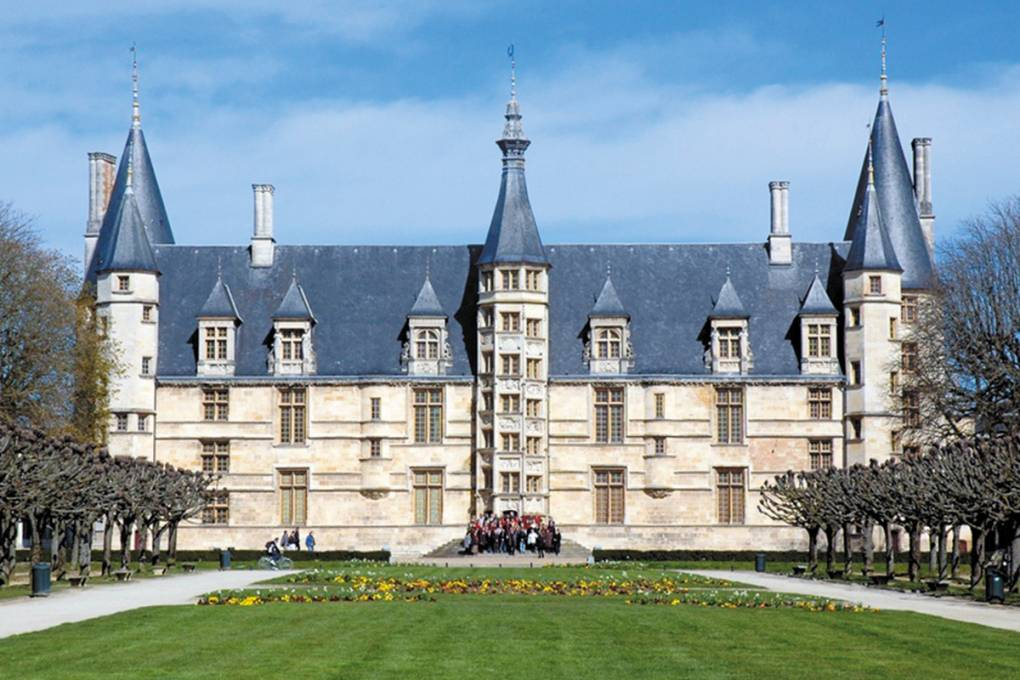 04-nevers-palais-ducal