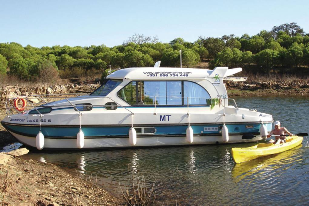 01-bateau-nicols-gamme-sedan-1010-8-places