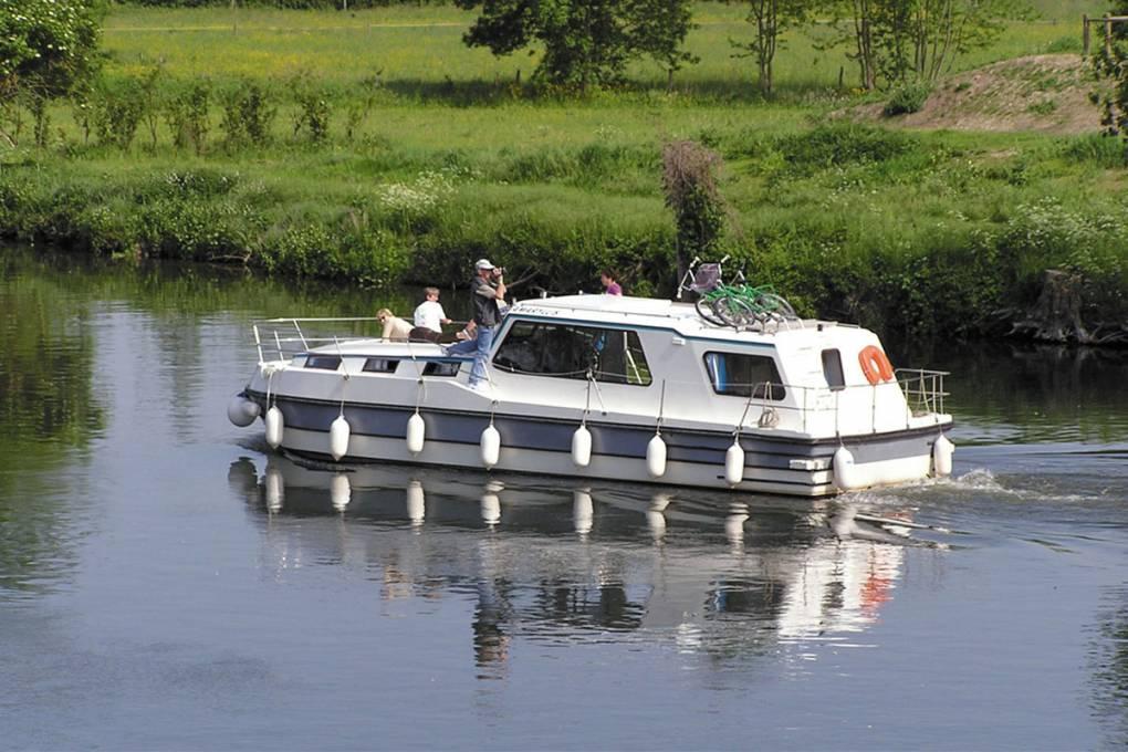 01-location-bateaux-sans-permis-nicols-gamme-riviera-1120